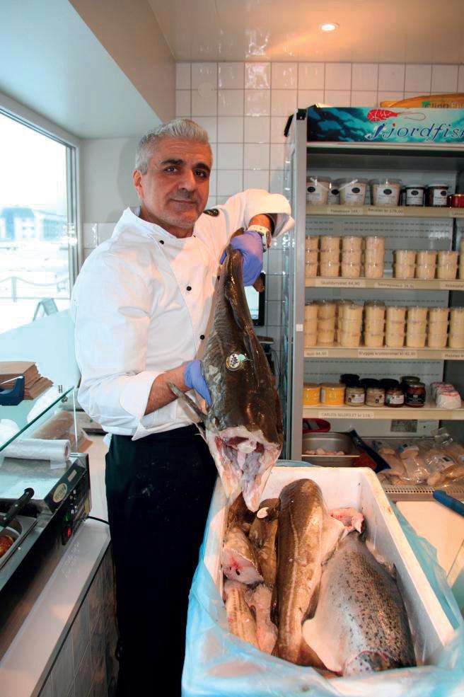 Nour fra Son Brygge og Fiskebutikk, med fersk skrei.