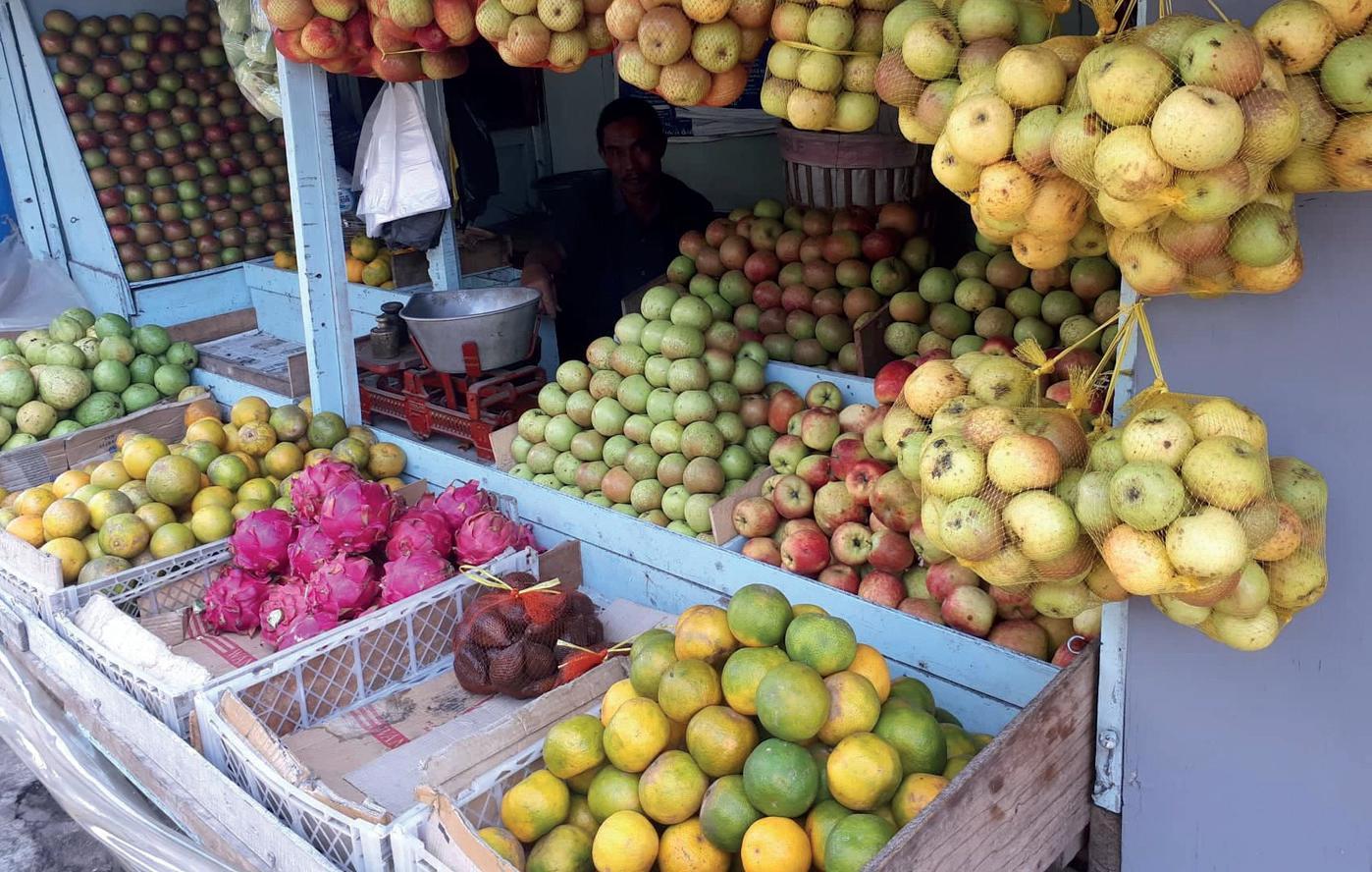 Forskjellige frukter hus en frukthandler