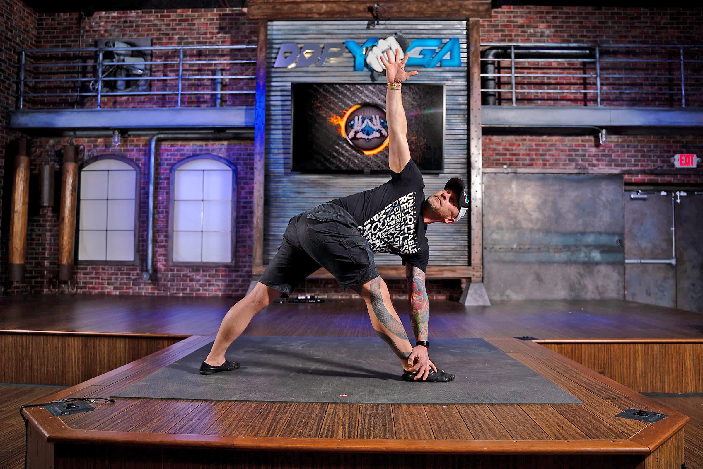 Mann i yogaposisjon