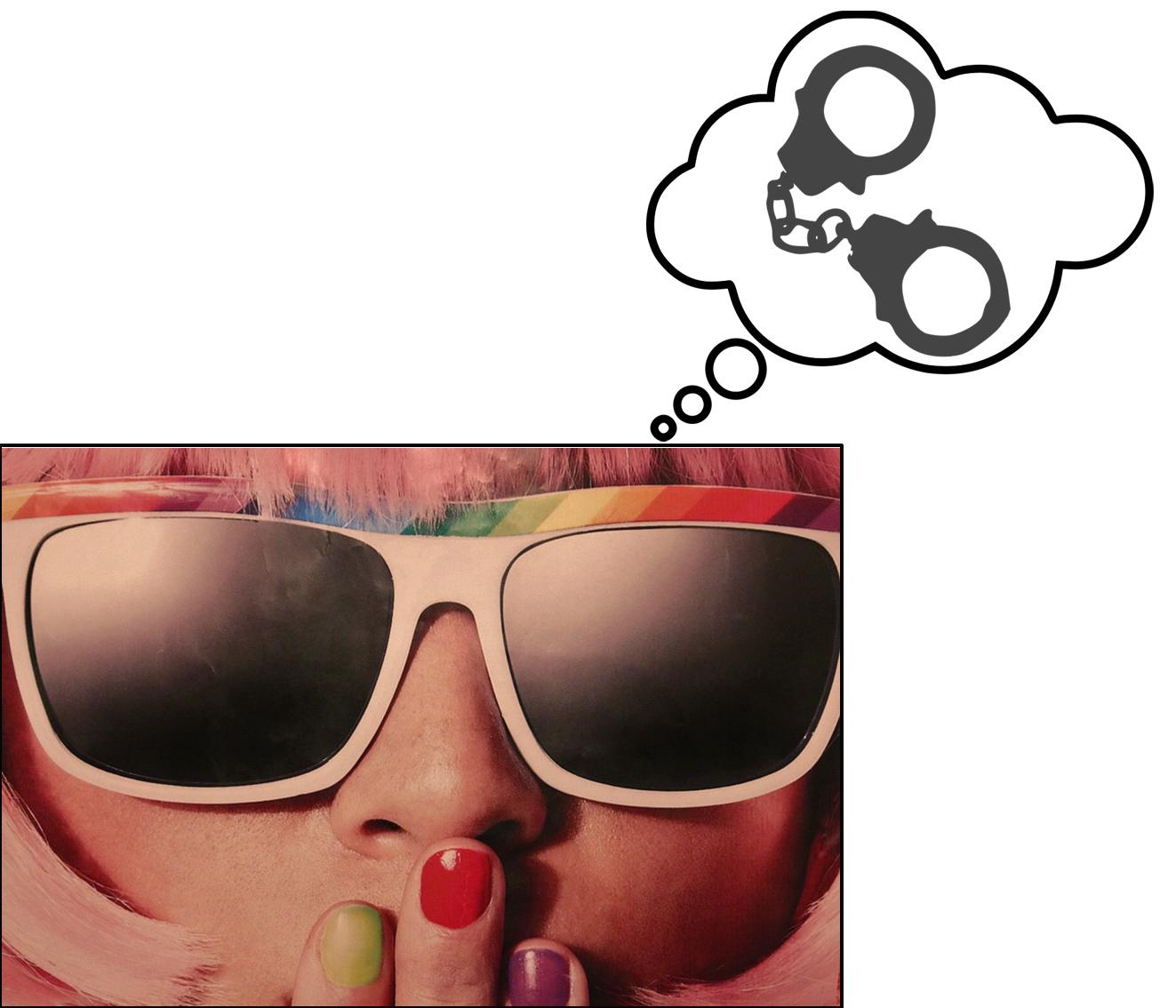 Dame med solbriller, fargede negler, kunstnerisk.