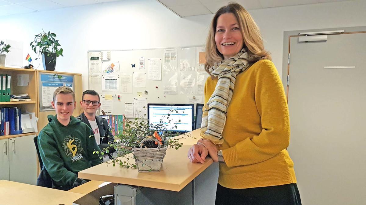 Brit Marie Helle ved sentralbordet på Vestby vgs