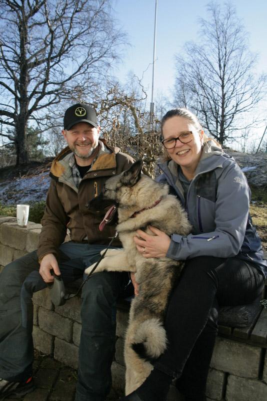 par med hund på fanget