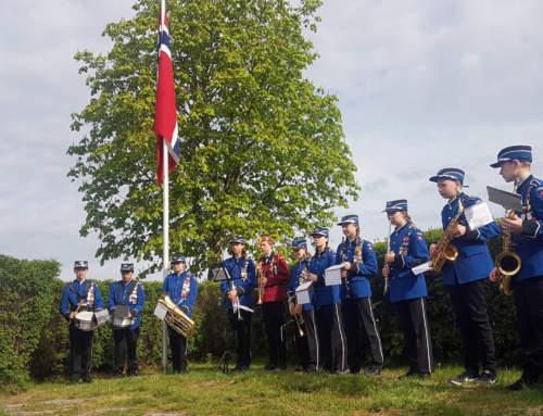 Såner skolekorps med drill og musikk (med link til 17.mai program fra kommunen).