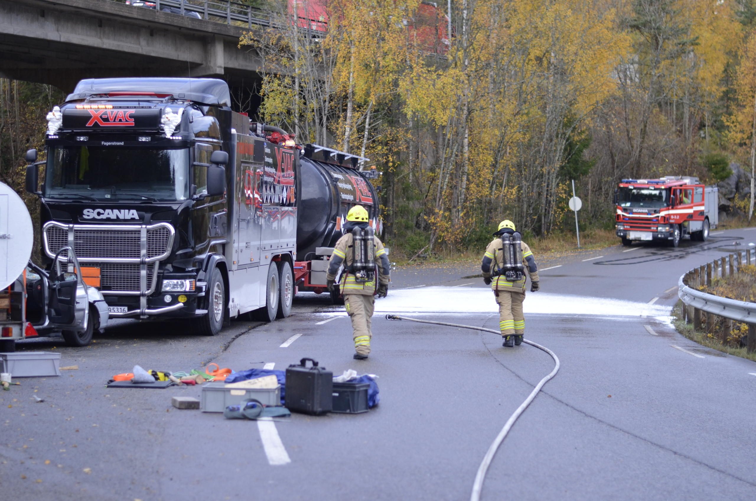 brannmenn ute i felt