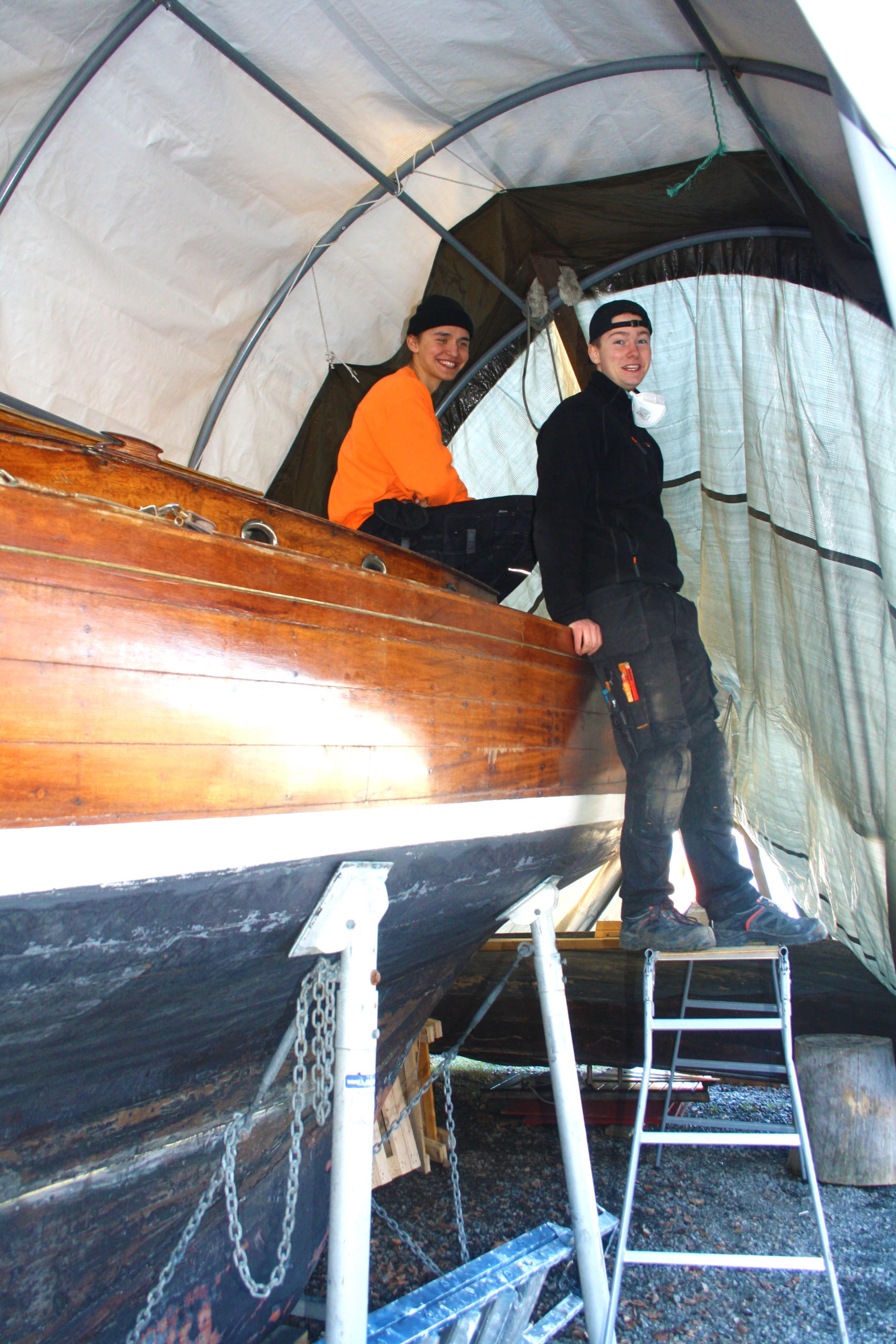 Yngre krefter pusser båt