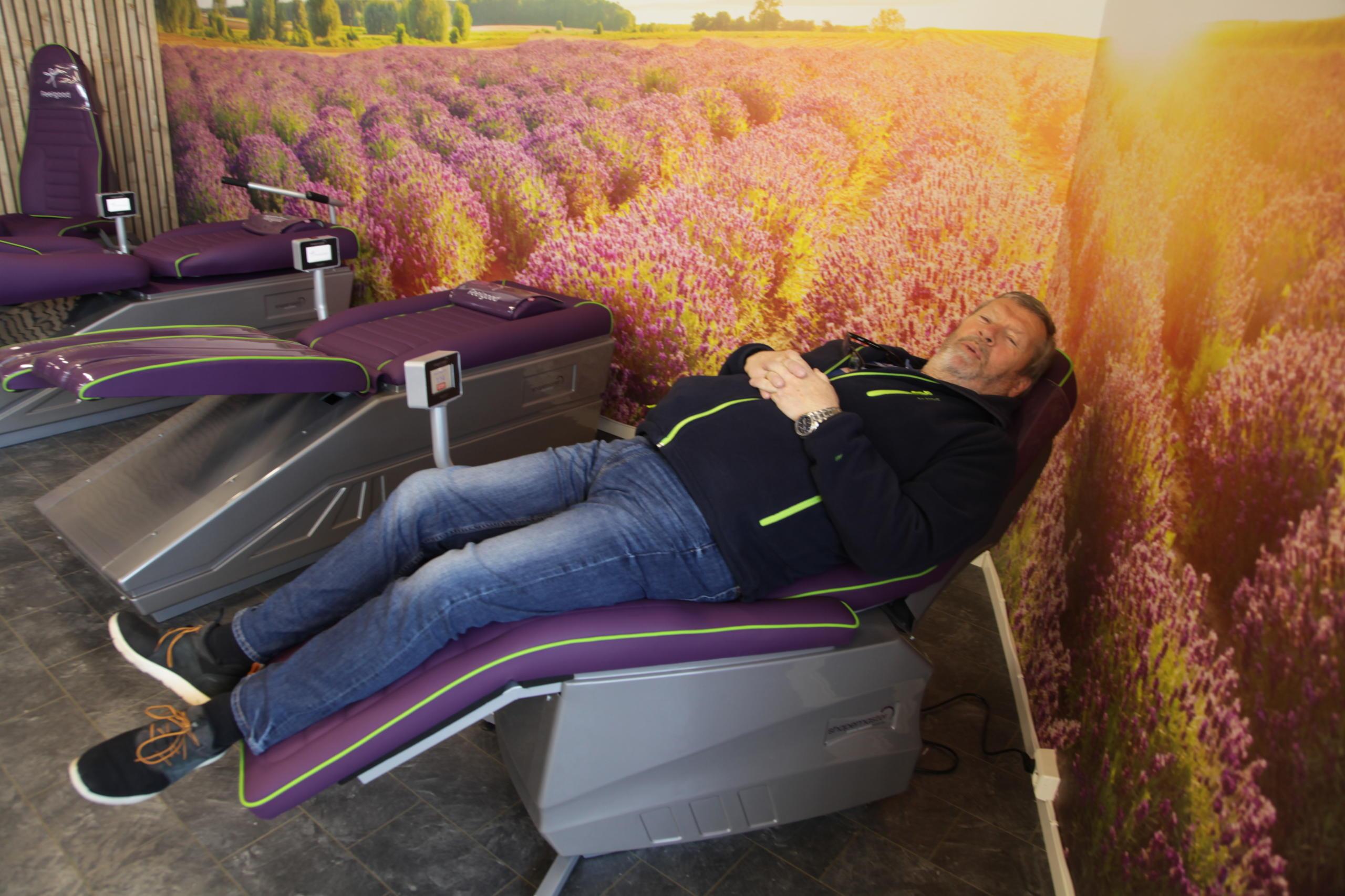 Ordføreren ligger i en Feelgood stol-seng