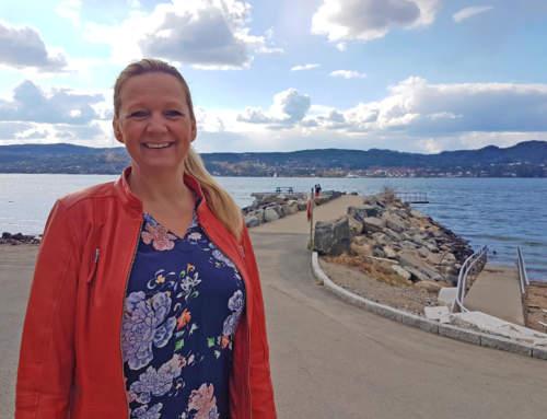 Sommerens nye badebuss – frontet av Eirin S. Bolle og Bygdelista i Vestby